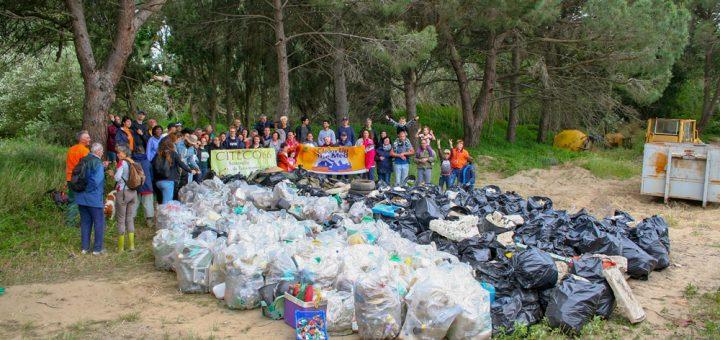 250 sacs-poubelle remplis en 3 heures