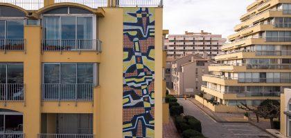 Oeuvre de Jacques Poussine sur la façade de l'immeuble Safari