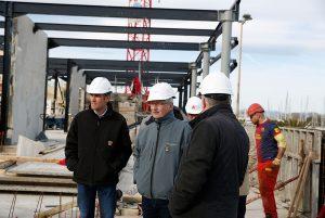 Le maire Bernard Dupont s'est rendu sur le chantier pour faire état des avancées.