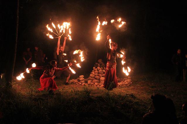 Danse avec des torches